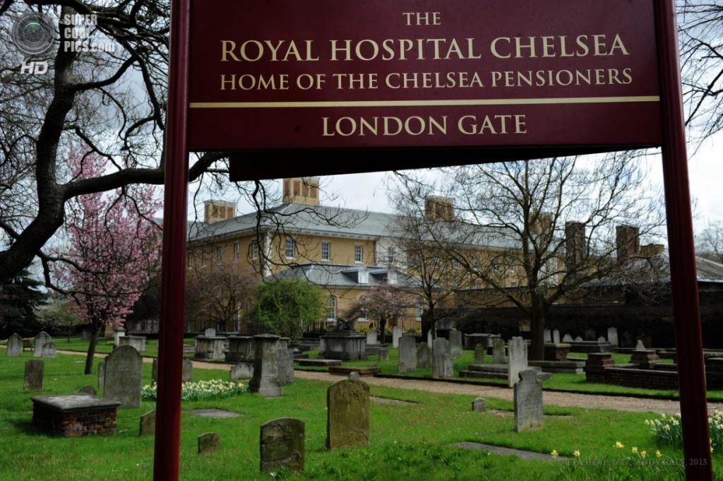 Англия. Лондон. 18 апреля. Вид на кладбище королевского госпиталя в Челси. (EPA/ИТАР-ТАСС/ANDY RAIN)