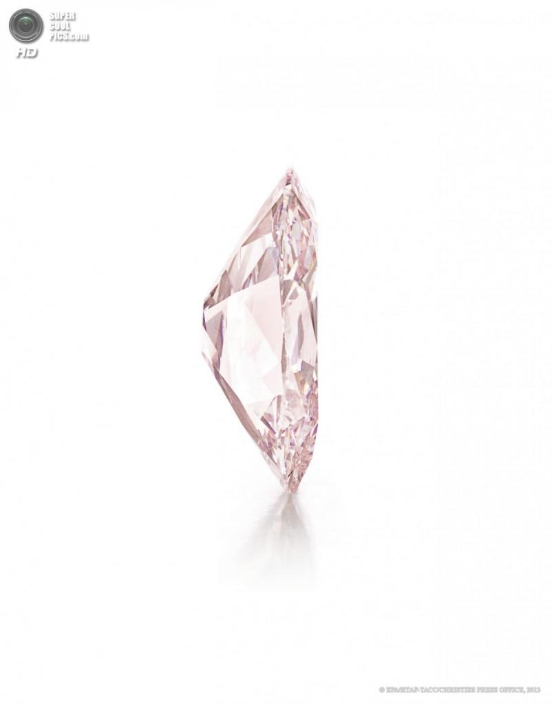 США. Нью-Йорк. Розовый бриллиант «Принси», купленный за $39,3 млн. (EPA/ИТАР-ТАСС/CHRISTIES PRESS OFFICE)