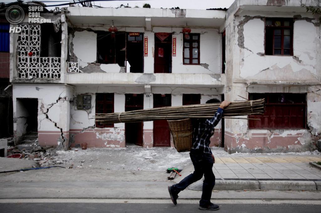 Китай. Яань, Сычуань. 21 апреля. Жилой дом, разрушенный при землетрясениях. (EPA/ИТАР-ТАСС/WU HONG)