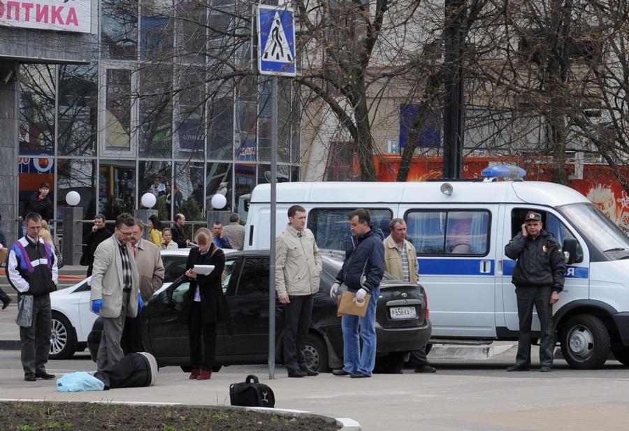 В Белгороде неизвестный открыл стрельбу по людям (3 фото)