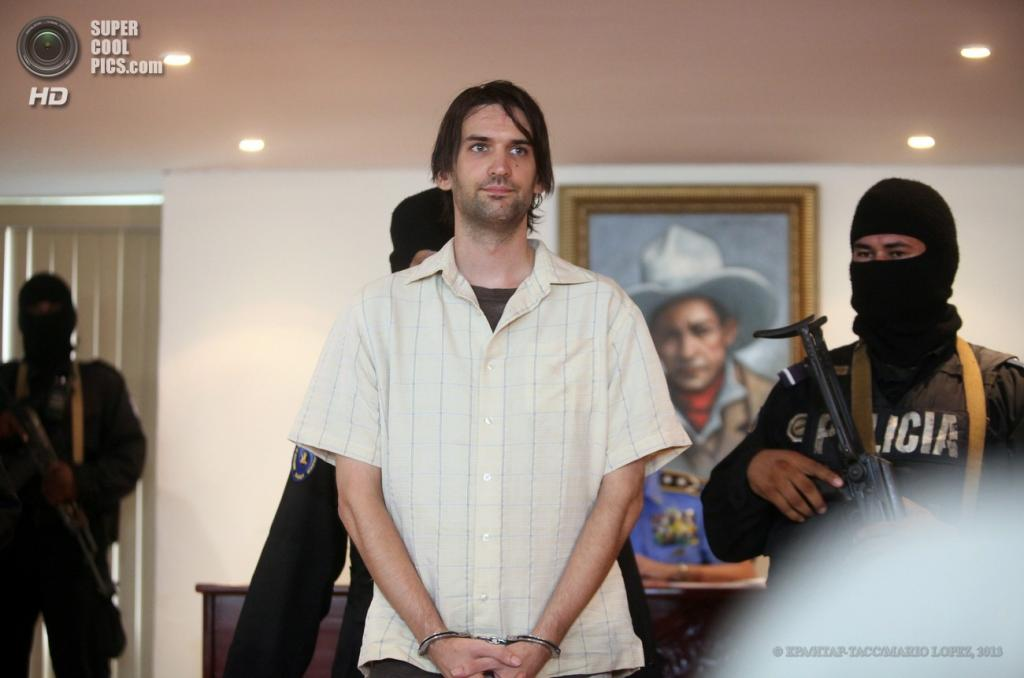 Никарагуа. Манагуа. 22 апреля. Полиция демонстрирует журналистам арестованного Эрика Джастина Тота. (EPA/ИТАР-ТАСС/MARIO LOPEZ)