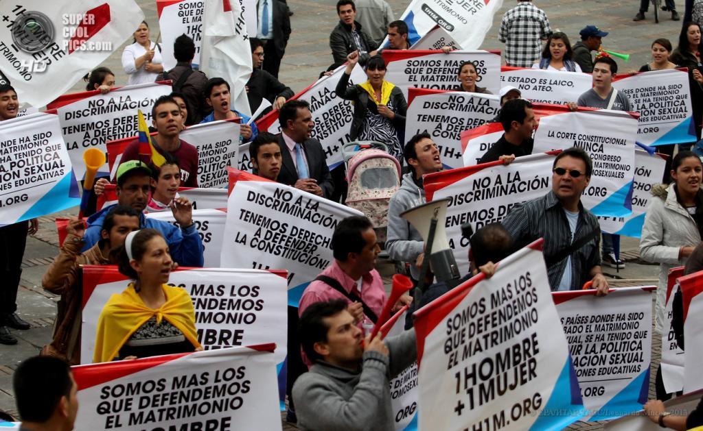 Колумбия. Богота. 24 апреля. Акция против законопроекта о легализации однополых браков. (EPA/ИТАР-ТАСС/Leonardo Muсoz)