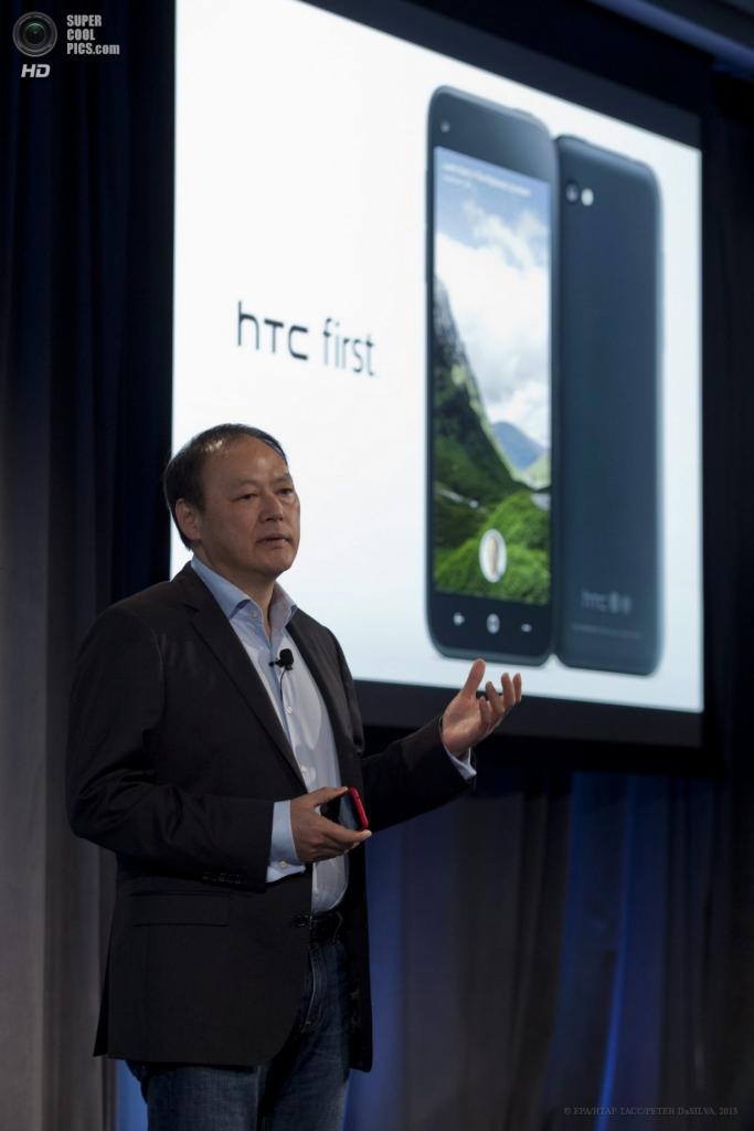 США. Менло-Парк, Калифорния. 5 апреля. Исполнительный директор компании HTC Питер Чоу во время презентации смартфона HTC First на базе Android со встроенным программным обеспечением Facebook Home. (EPA/ИТАР-ТАСС/PETER DaSILVA)