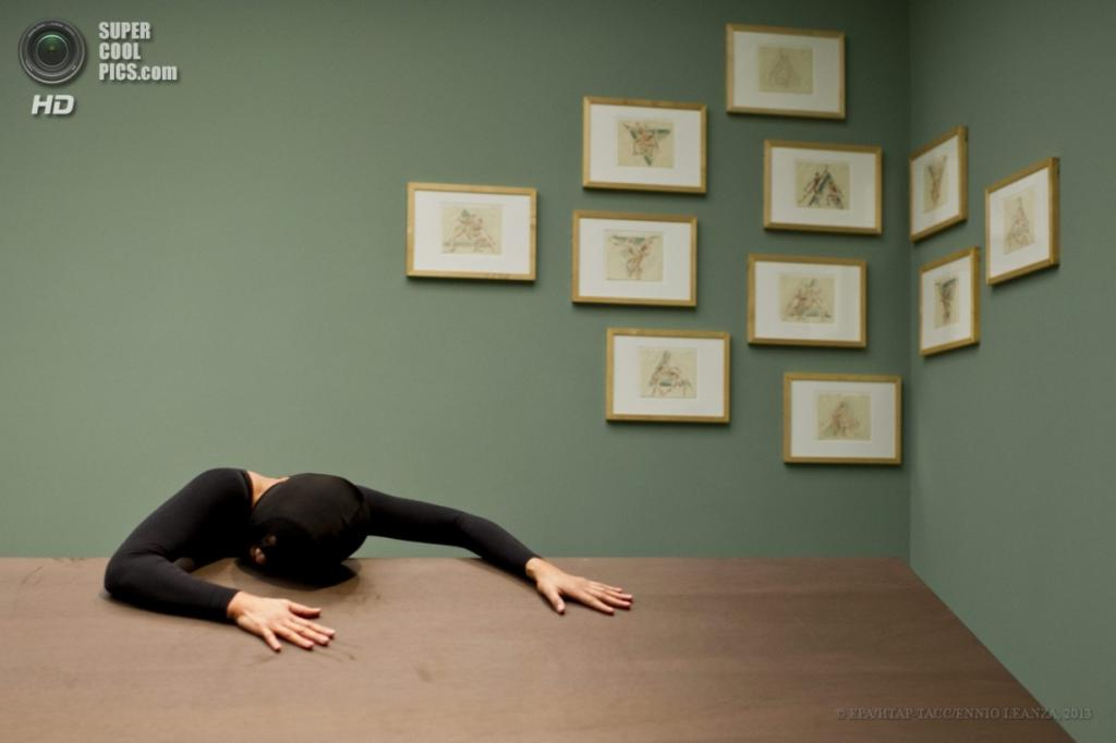 Швейцария. Цюрих. 4 апреля. Персональная выставка «Чёрный лес» Келли Ниппер в музее «Кунстхаус». (EPA/ИТАР-ТАСС/ENNIO LEANZA)