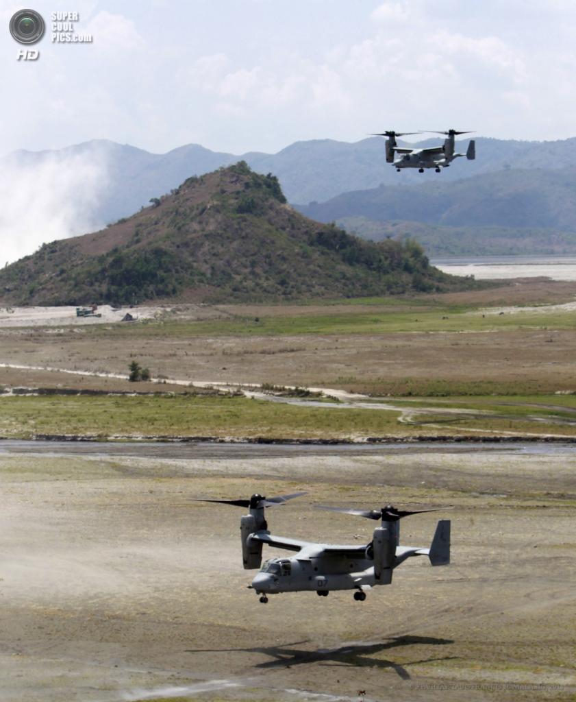 Филиппины. Капас, Тарлак. 12 апреля. Приземление конвертопланов Bell V-22 Osprey во время совместных военных учений морской пехоты США и Филиппин. (EPA/ИТАР-ТАСС/FRANCIS R. MALASIG)