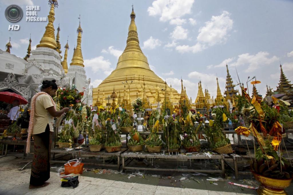 Мьянма. Янгон. 17 апреля. Пагода Шведагон. (EPA/ИТАР-ТАСС/LYNN BO BO)