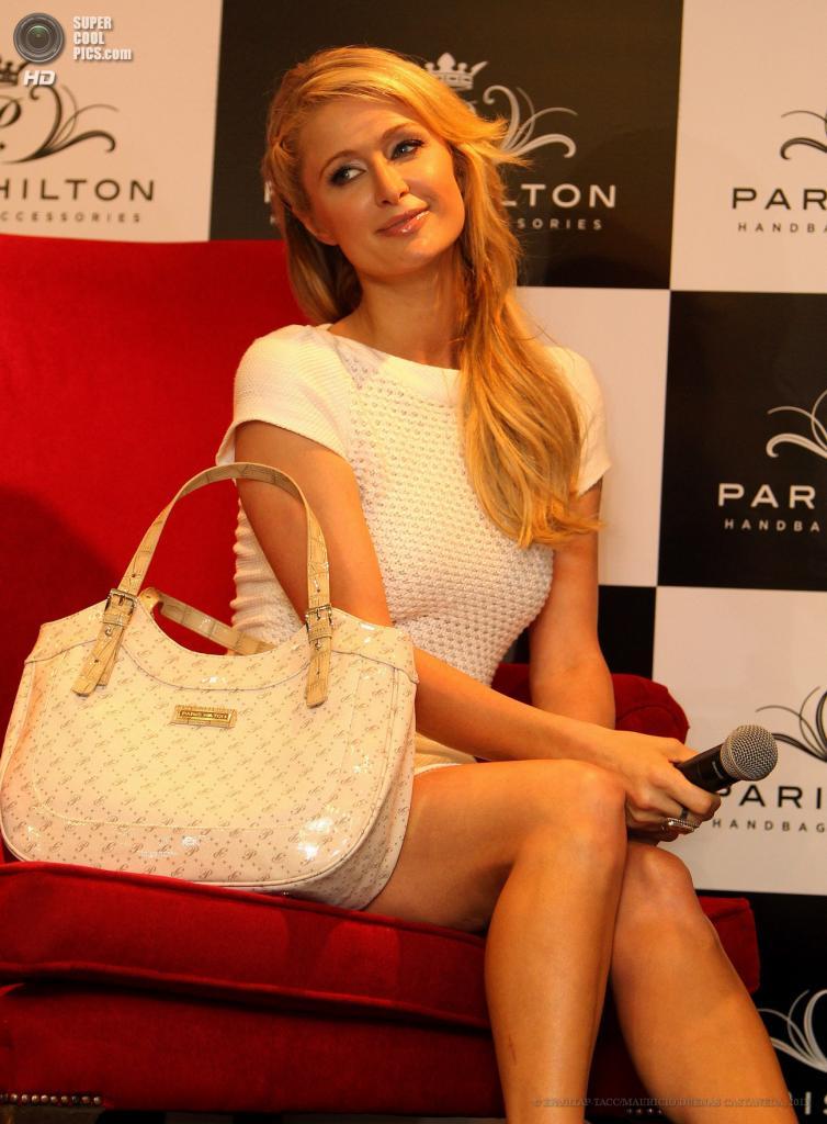 Колумбия. Богота. 24 апреля. Пэрис Хилтон во время пресс-конференции в честь открытия магазина Paris Hilton Handbags and Accesories. (EPA/ИТАР-ТАСС/MAURICIO DUENAS CASTANEDA)
