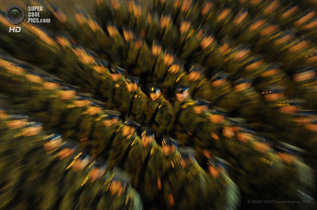 Россия. Москва. 26 апреля. Во время репетиции Парада Победы на Красной площади. (ИТАР-ТАСС/Сергей Карпов)