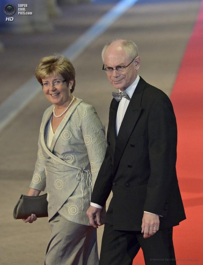 Нидерланды. Амстердам. 29 апреля. Председатель Европейского совета Херман Ван Ромпёй с супругой Гертрёй. (EPA/ИТАР-ТАСС/ROBIN UTRECHT)