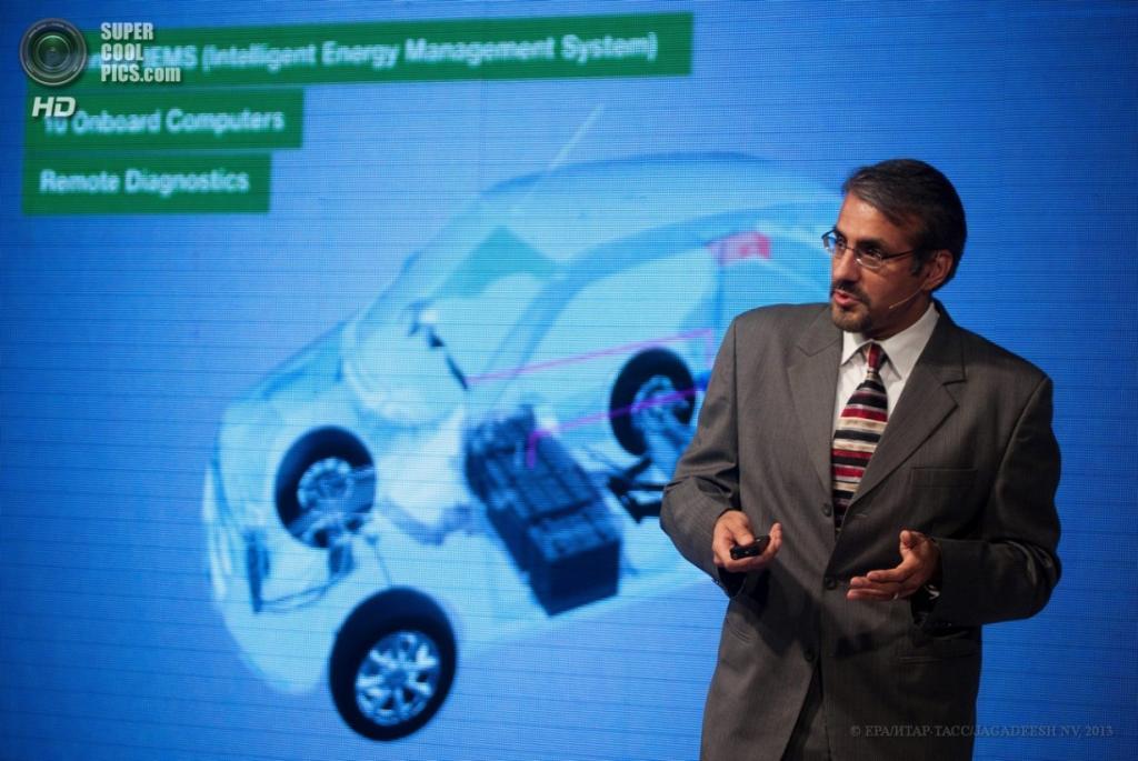 Индия. Бангалор, Карнатака. 3 апреля. Презентация электрокара Mahindra e2o. (EPA/ИТАР-ТАСС/JAGADEESH NV)