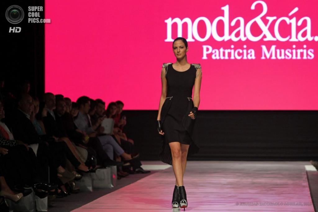 Перу. Лима. 8 апреля. Показ новой коллекции Moda & Cia на Неделе моды в Лиме. (EPA/ИТАР-ТАСС/PAOLO AGUILAR)