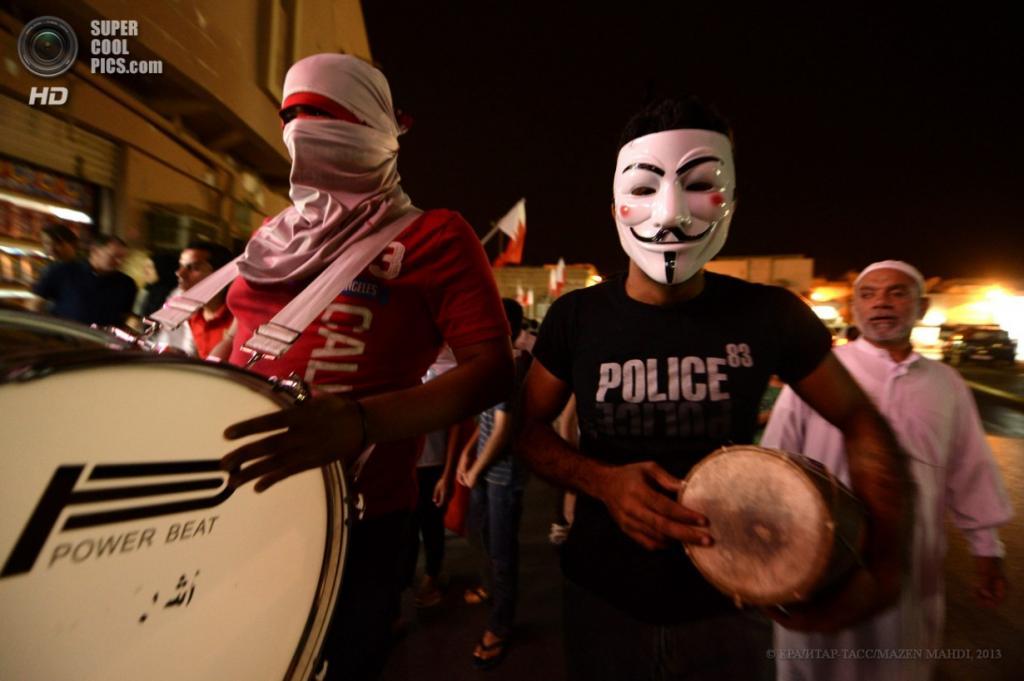 Бахрейн. Барбар. 16 апреля. Акция протеста против проведения Гран-при «Формулы-1». (EPA/ИТАР-ТАСС/MAZEN MAHDI)