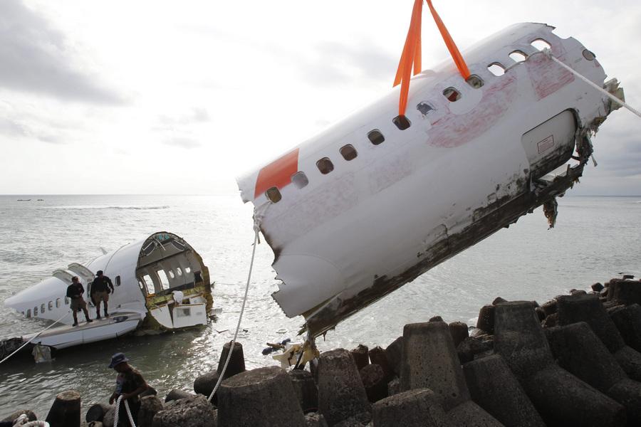 Демонтаж самолета авиакомпании Lion Air, потерпевшего крушение у берегов Бали