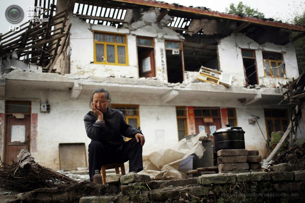 Китай. Яань, Сычуань. 21 апреля. Жилой дом, разрушенный при землетрясениях. (EPA/ИТАР-ТАСС/HOW HWEE YOUNG)