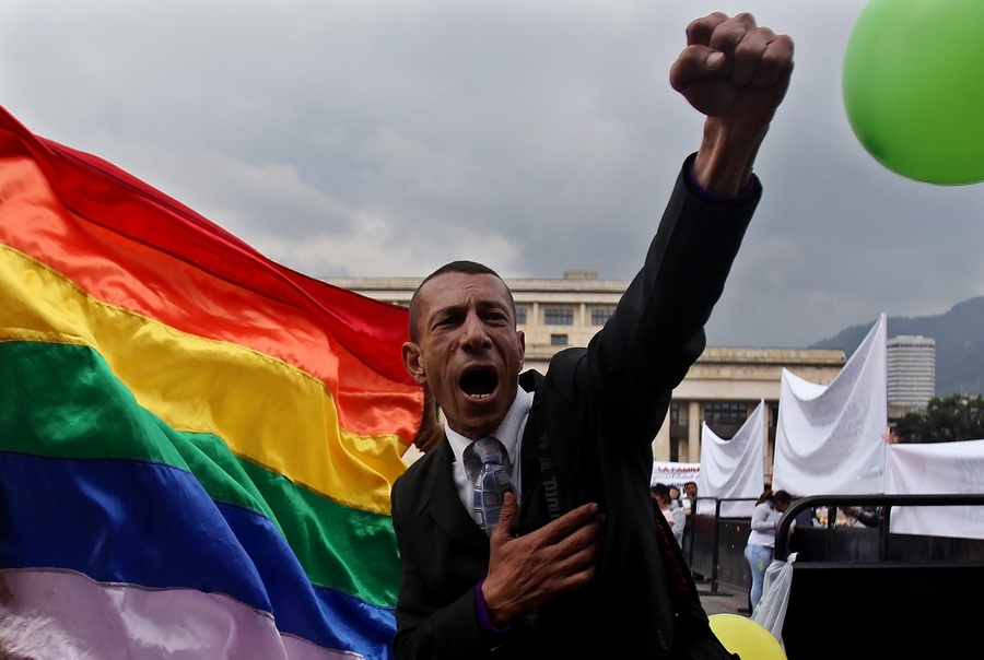 Сенат Колумбии отклонил законопроект о легализации однополых браков (4 фото)