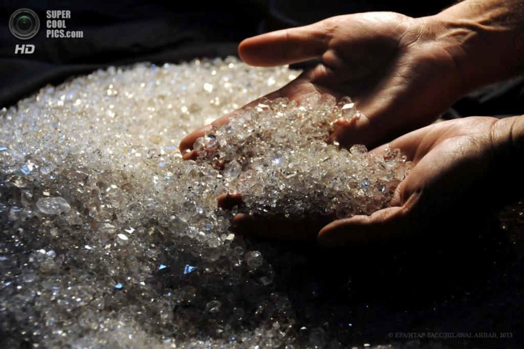 Пакистан. Пешавар, Хайбер-Пахтунхва. 9 апреля. В мастерской по обработке драгоценных и поделочных камней. (EPA/ИТАР-ТАСС/BILAWAL ARBAB)