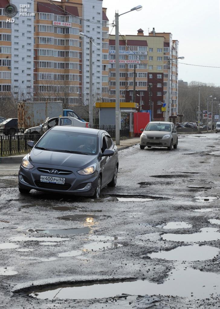 Россия. Рязань. 12 апреля. Автомобили на одной из дорог города. (ИТАР-ТАСС/Александр Рюмин)