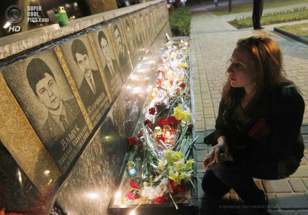 Украина. Славутич, Киевская область. 26 апреля. Церемония памяти жертв Чернобыльской катастрофы. (EPA/ИТАР-ТАСС/SERGEY DOLZHENKO)