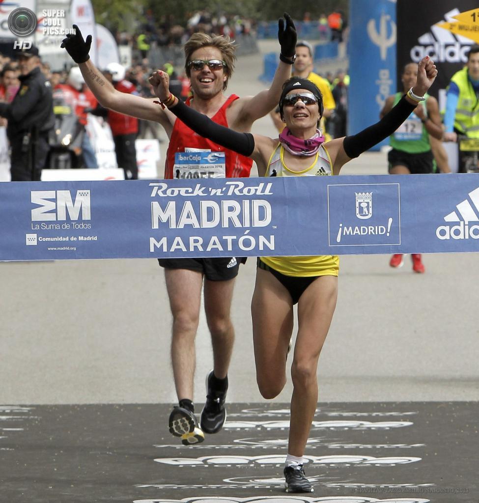 Испания. Мадрид. 28 апреля. Ванесса Вейга пересекает финишную черту. (EPA/ИТАР-ТАСС/EMILIO NARANJO)