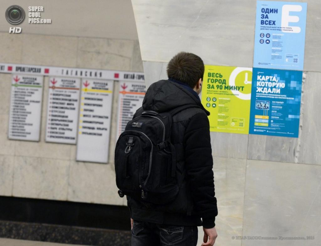 Россия. Москва. 2 апреля. На одной из станций метрополитена. (ИТАР-ТАСС/Станислав Красильников)