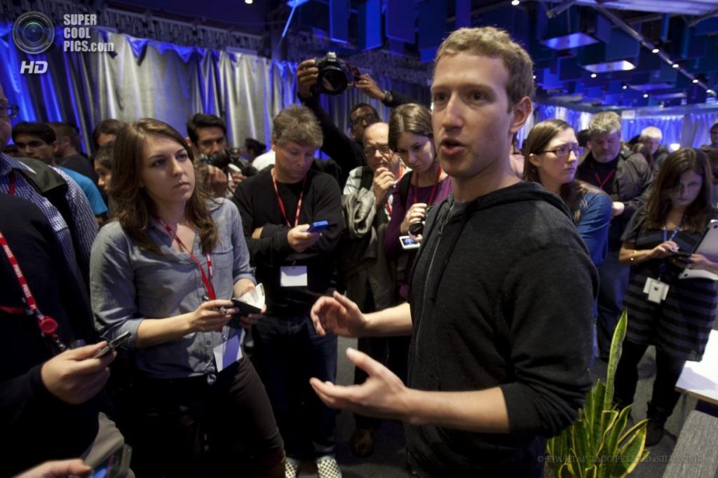 США. Менло-Парк, Калифорния. 5 апреля. Глава социальной сети Facebook Марк Цукерберг после презентации программного обеспечения Home для смартфонов на базе операционной системы Android. (EPA/ИТАР-ТАСС/PETER DaSILVA)