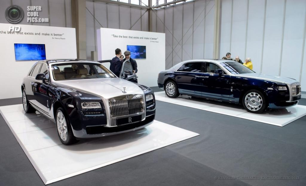 Польша. Познань. 4 апреля. Rolls Royce Ghost среди автомобилей Познаньского международного автосалона 2013. (EPA/ИТАР-ТАСС/JAKUB KACZMARCZYK)