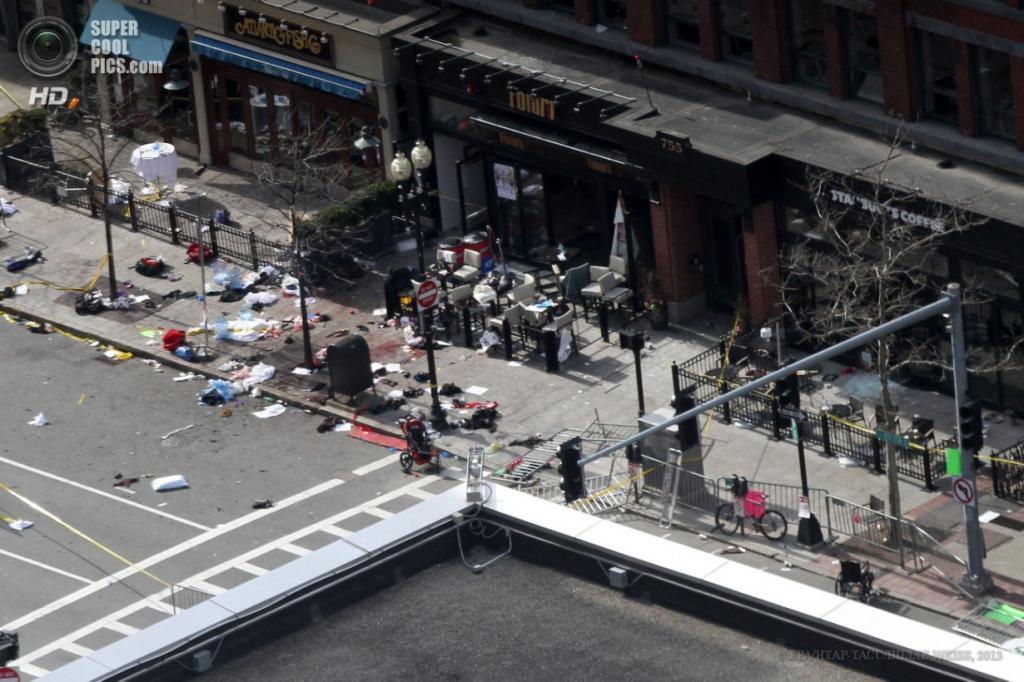 США. Бостон, Массачусетс. 15 апреля. Вид с высоты птичьего полёта на место, где произошли взрывы. (EPA/ИТАР-ТАСС/BILLIE WEISS)