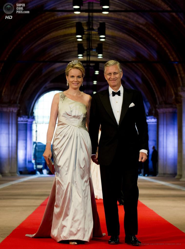 Нидерланды. Амстердам. 29 апреля. Принц Бельгии Филипп с супругой Матильдой. (EPA/ИТАР-ТАСС/ROBIN UTRECHT)