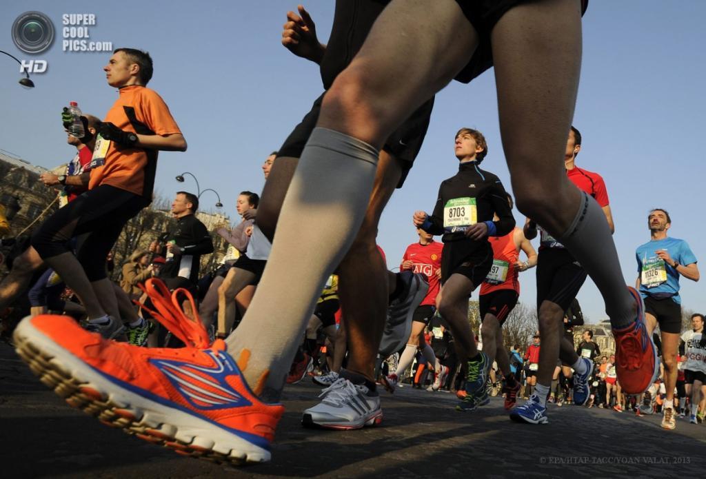 Франция. Париж. 7 апреля. 37-й Парижский марафон. (EPA/ИТАР-ТАСС/YOAN VALAT)