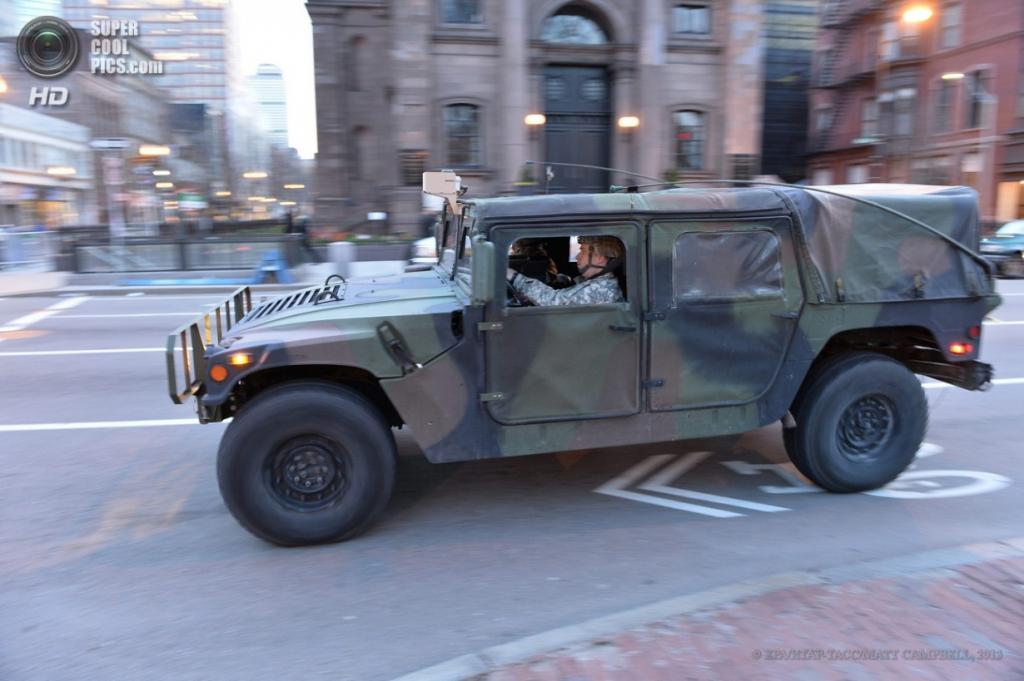 США. Бостон, Массачусетс. 15 апреля. Усиление мер безопасности после теракта. (EPA/ИТАР-ТАСС/MATT CAMPBELL)