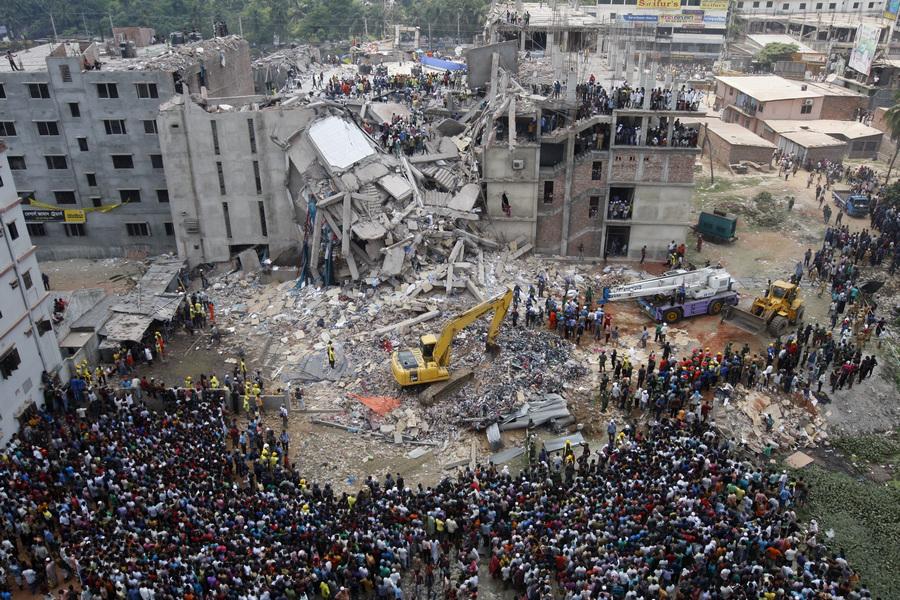 Поисково-спасательные работы на месте обрушения многоэтажного здания в Бангладеш (7 фото)