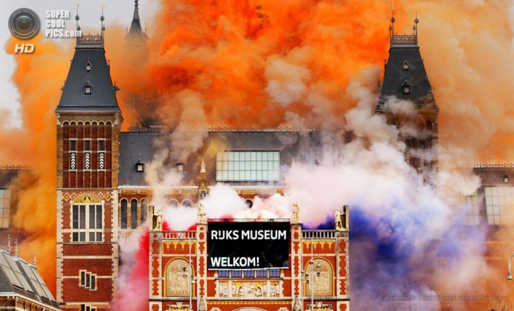 Нидерланды. Амстердам. 13 апреля. Церемония открытия Государственного музея после реконструкции. (EPA/ИТАР-ТАСС/ROBIN UTRECHT)