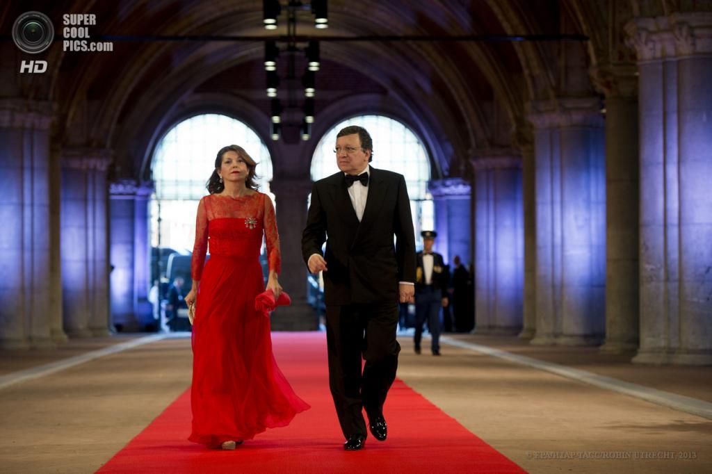Нидерланды. Амстердам. 29 апреля.  Председатель Европейской комиссии Жозе Мануэл Дуран Баррозу с супругой Маргаридой. (EPA/ИТАР-ТАСС/ROBIN UTRECHT)