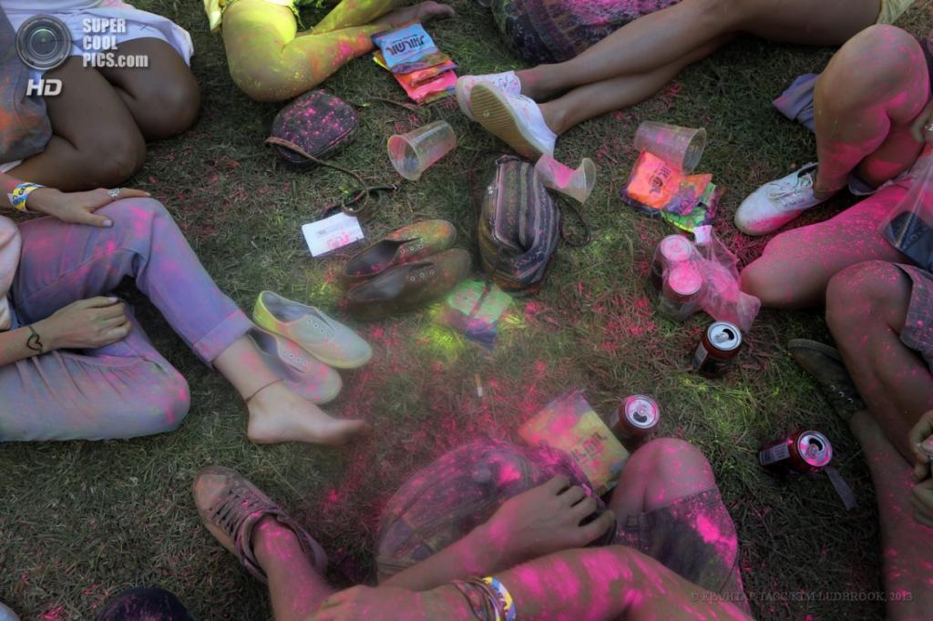 Южная Африка. Кейптаун. Индуистский фестиваль красок «Холи», организованный Holi One Foundation. (EPA/ИТАР-ТАСС/KIM LUDBROOK)