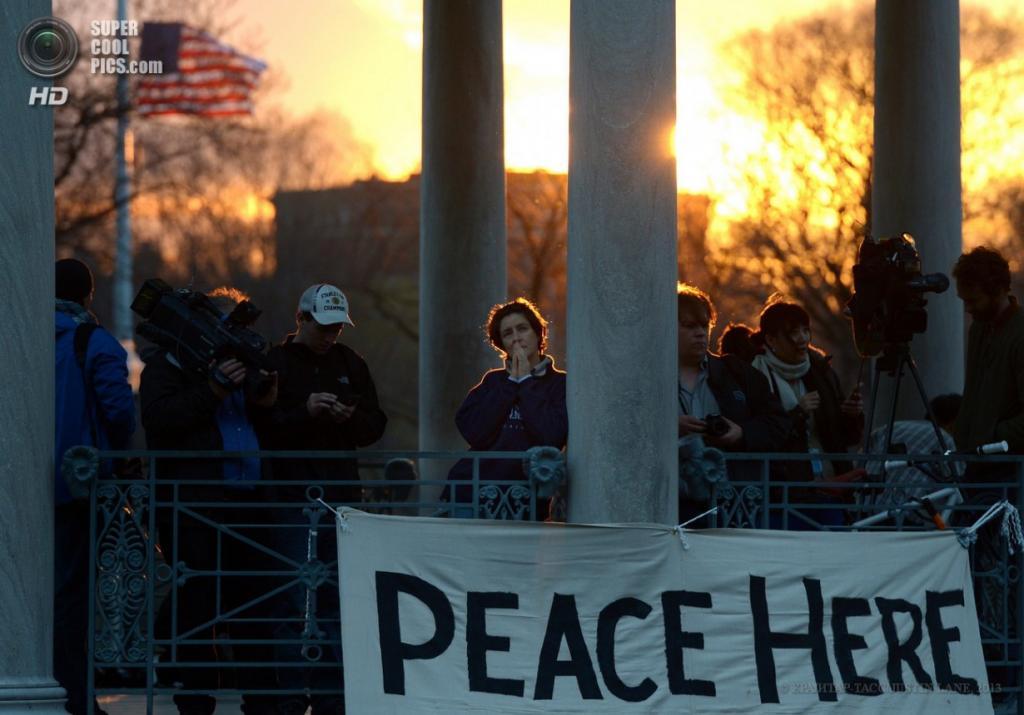 США. Бостон, Массачусетс. 16 апреля. Акция памяти жертв теракта на Бостонском марафоне в парке Бостон-Коммон. (EPA/ИТАР-ТАСС/JUSTIN LANE)