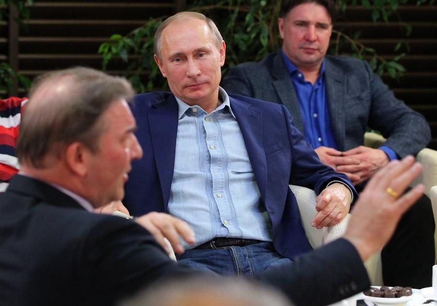 Владимир Путин на показе фильма «Легенда № 17» в Сочи (9 фото)