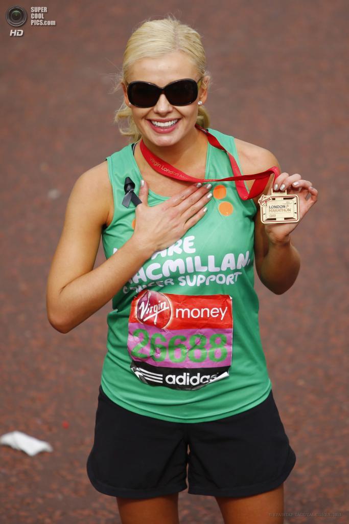 Англия. Лондон. 21 апреля. Британская певица Кэтрин Дженкинс на финише. (EPA/ИТАР-ТАСС/TAL COHEN)