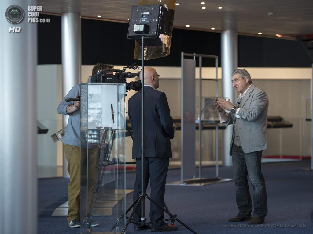 Швейцария. Базель. 24 апреля. В преддверии открытия выставки часов и ювелирных изделий Baselworld 2013. (EPA/ИТАР-ТАСС/GEORGIOS KEFALAS)