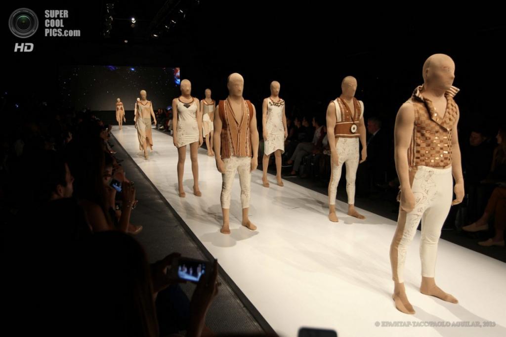 Перу. Лима. 8 апреля. Показ новой коллекции Elfer Castro на Неделе моды в Лиме. (EPA/ИТАР-ТАСС/PAOLO AGUILAR)