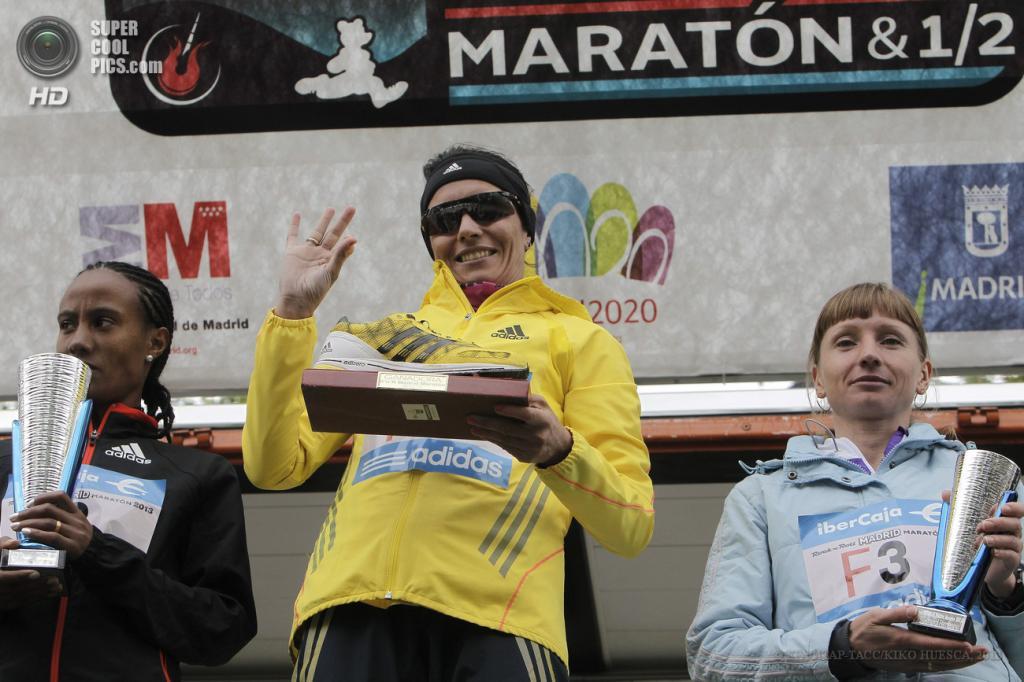 Испания. Мадрид. 28 апреля. Церемония награждения победителей 36-го Мадридского марафона. (EPA/ИТАР-ТАСС/KIKO HUESCA)