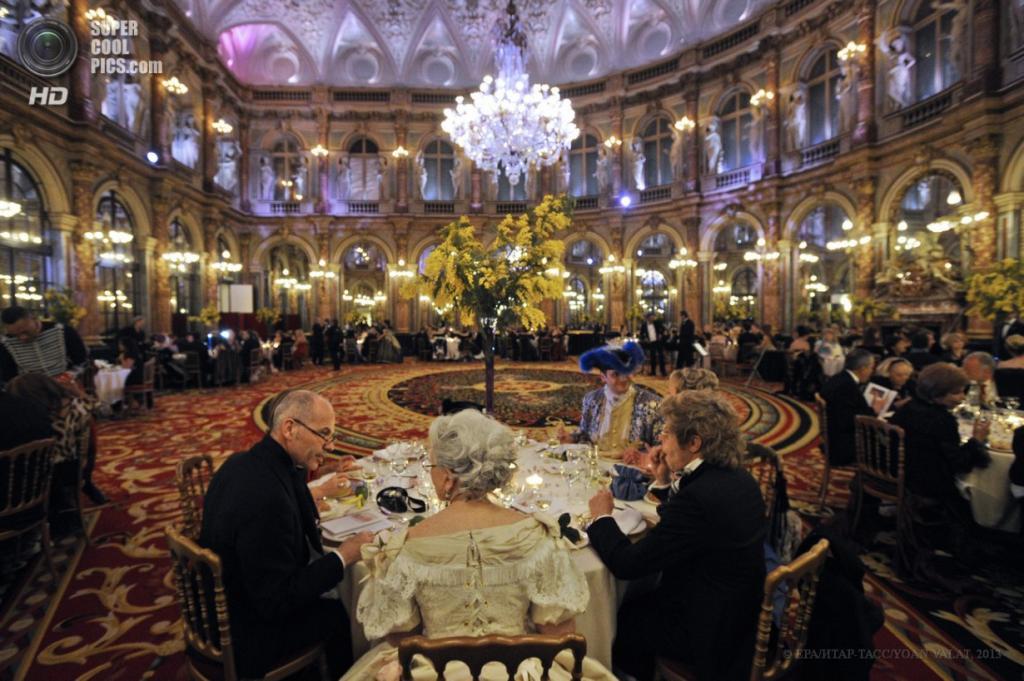Франция. Париж. Ежегодный императорский бал. (EPA/ИТАР-ТАСС/YOAN VALAT)