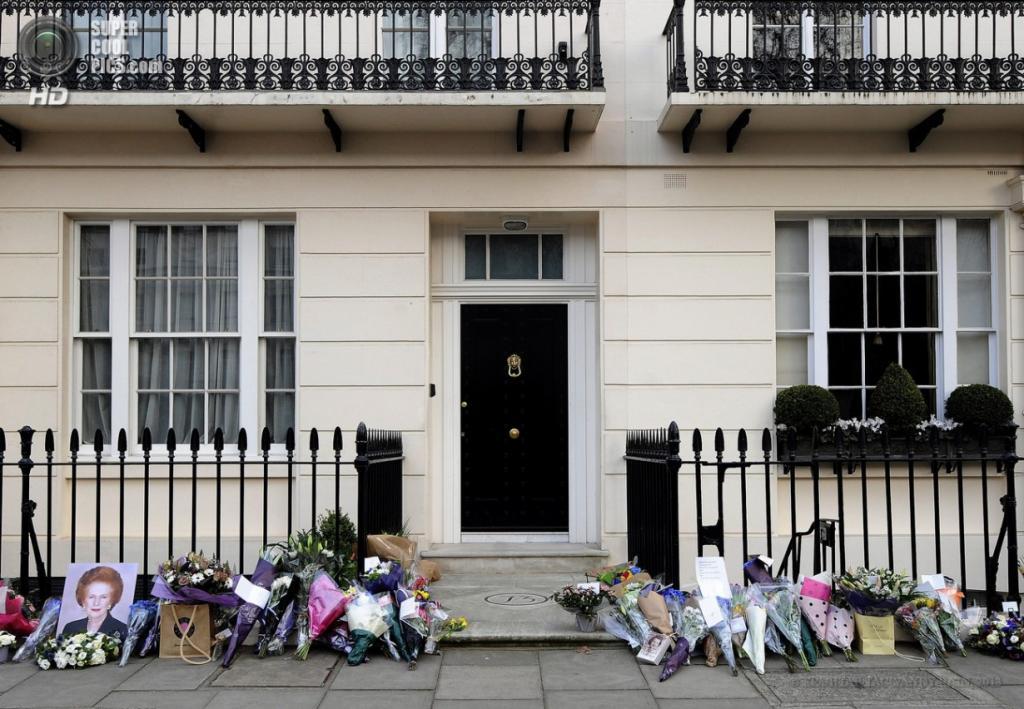 Англия. Лондон. 8 апреля. Общий вид на дом покойной. (EPA/ИТАР-ТАСС/ANDY RAIN)