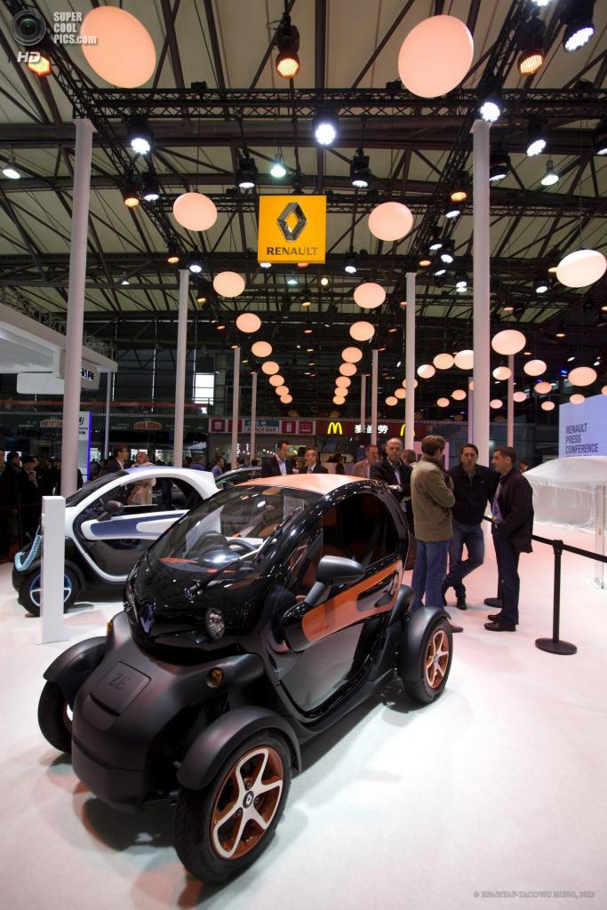 Китай. Шанхай. 21 апреля. Малыш Renault Twizy. (EPA/ИТАР-ТАСС/WU HONG)