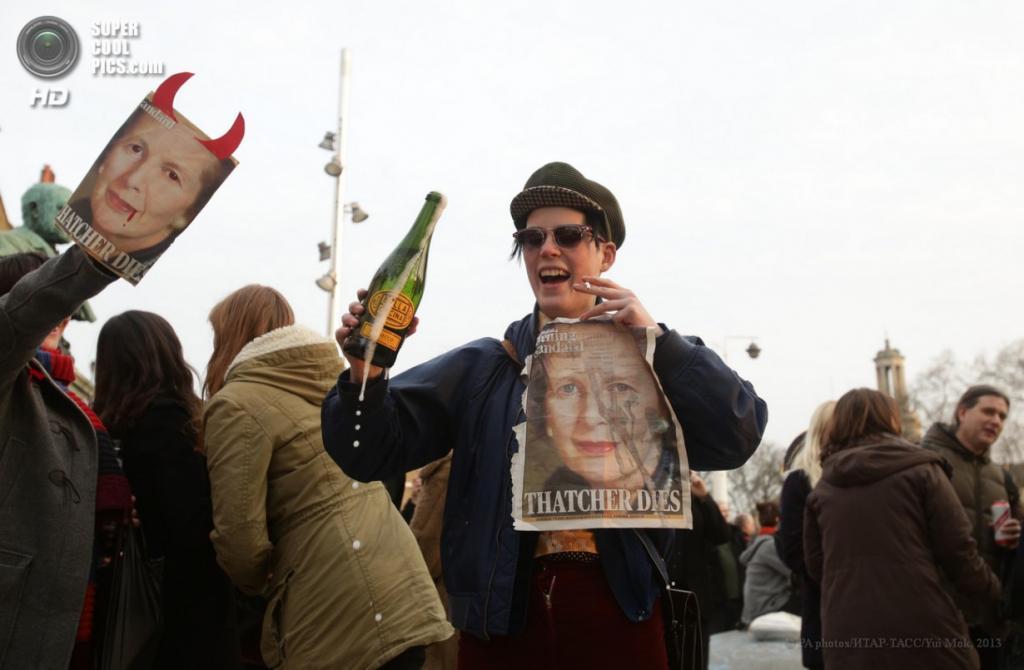 Англия. Лондон. 8 апреля. Во время акции противников политики бывшего премьер-министра Маргарет Тэтчер в районе Брикстон. (PA photos/ИТАР-ТАСС/Yui Mok)