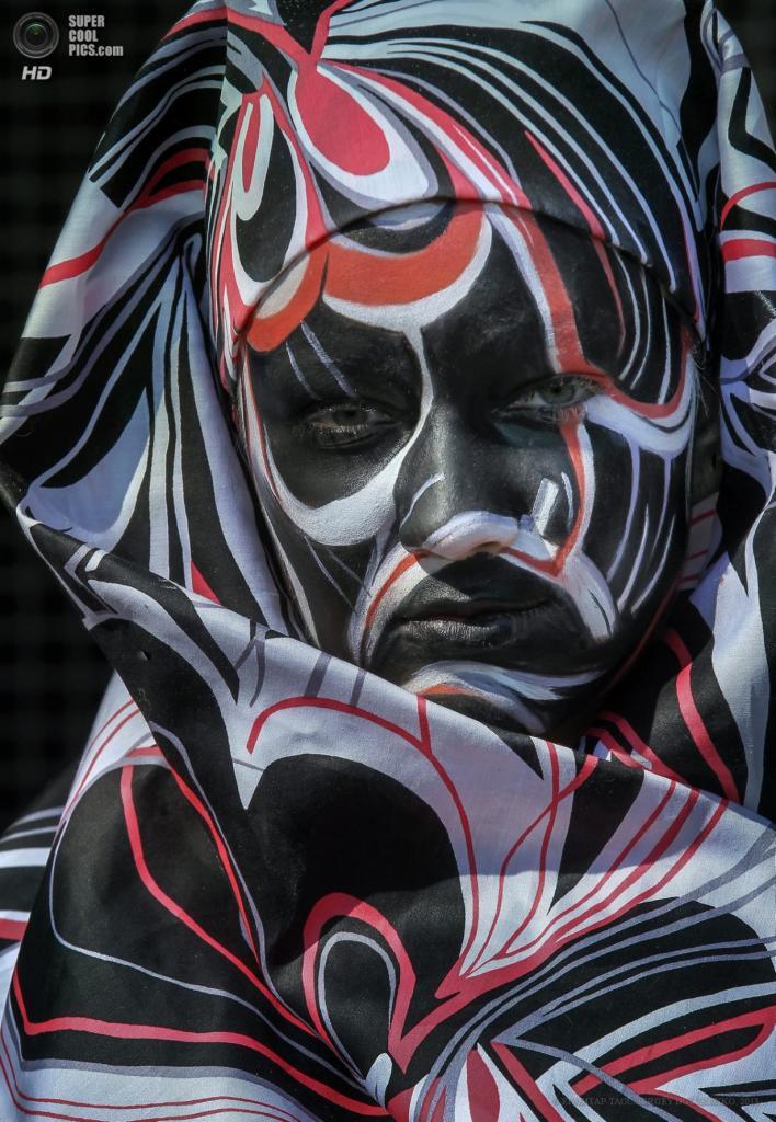 Украина. Киев. 18 апреля. XII Международный фестиваль «Хрустальный ангел». (EPA/ИТАР-ТАСС/SERGEY DOLZHENKO)