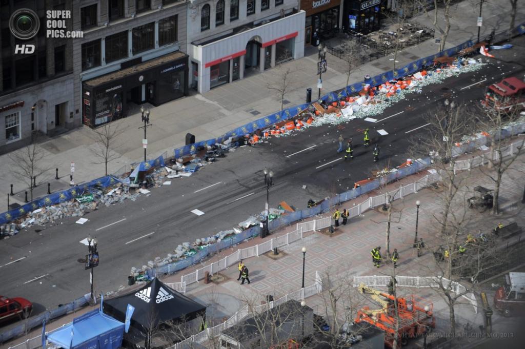 США. Бостон, Массачусетс. 15 апреля. Вид с высоты птичьего полёта на место, где произошли взрывы. (EPA/ИТАР-ТАСС/MICHAEL CUMMO)