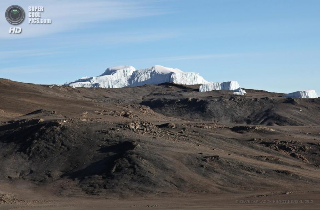 Танзания. Килиманджаро. 14 февраля. Вид с другой стороны на ледники. (EPA/ИТАР-ТАСС/GERNOT HENSEL)