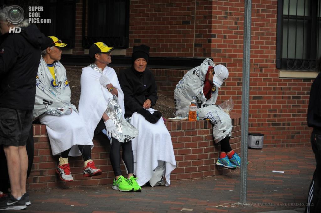 США. Бостон, Массачусетс. 15 апреля. Участники 117-го Бостонского марафона. (EPA/ИТАР-ТАСС/MICHAEL CUMMO)