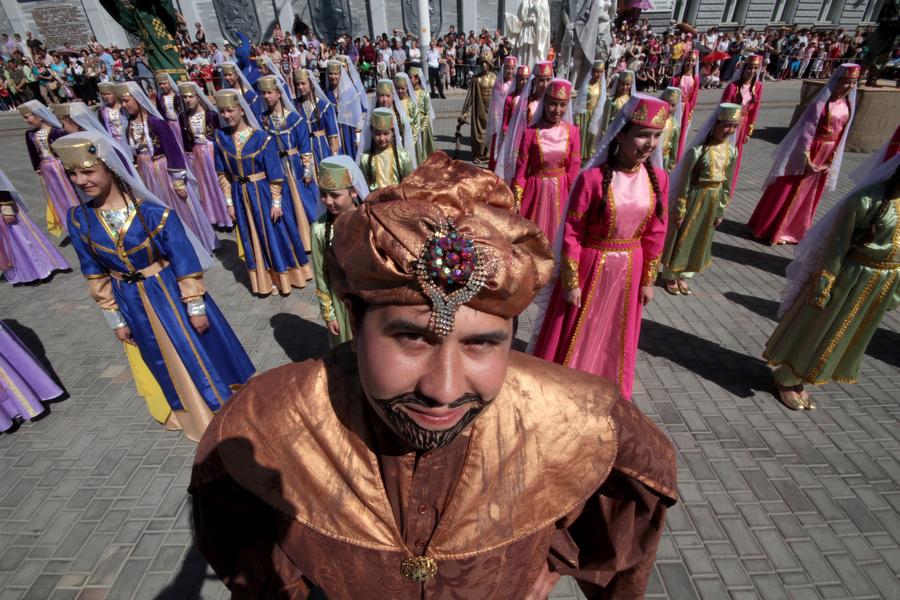 Евпатория открыла курортный сезон «Парадом эпох» (12 фото)