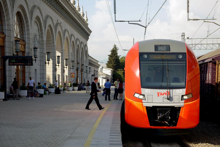 Скоростные поезда «Ласточка» начали курсировать по маршруту Сочи — Адлер — Аэропорт «Сочи» (6 фото)